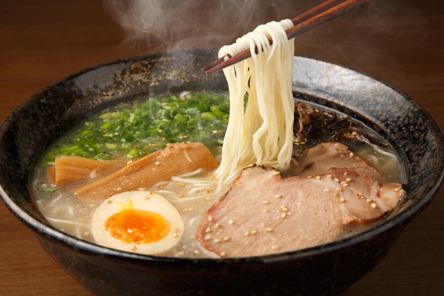 むくみを起こしやすい食べ物は、味付けが濃いものです