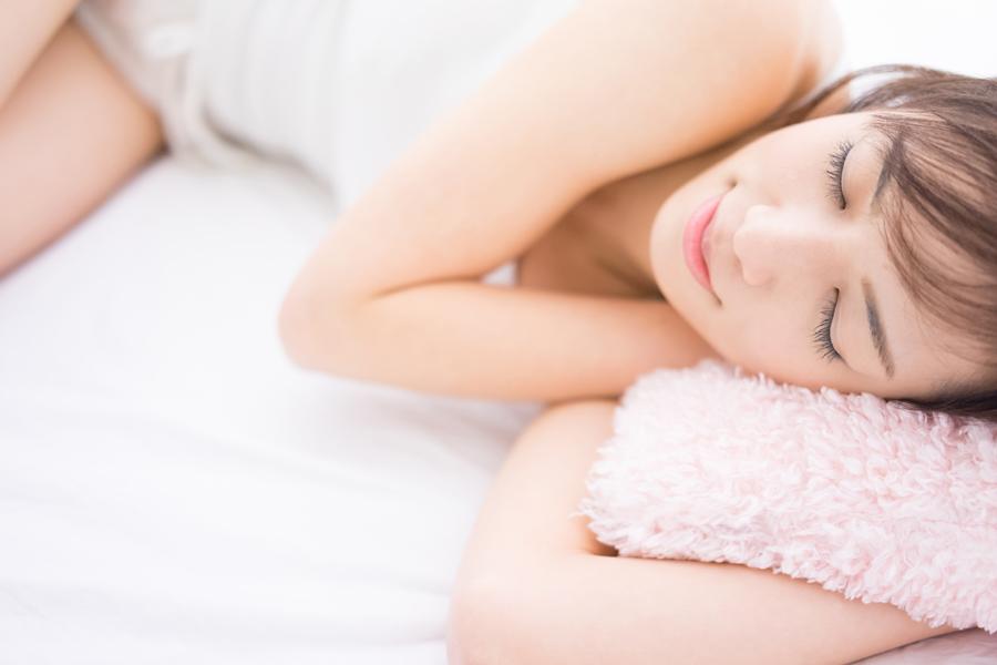 睡眠不足なども顔のむくみをひどくさせます